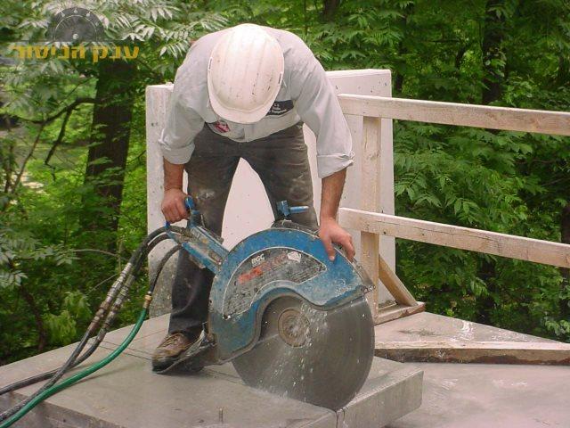 איך לנסר מדרגות מבטון