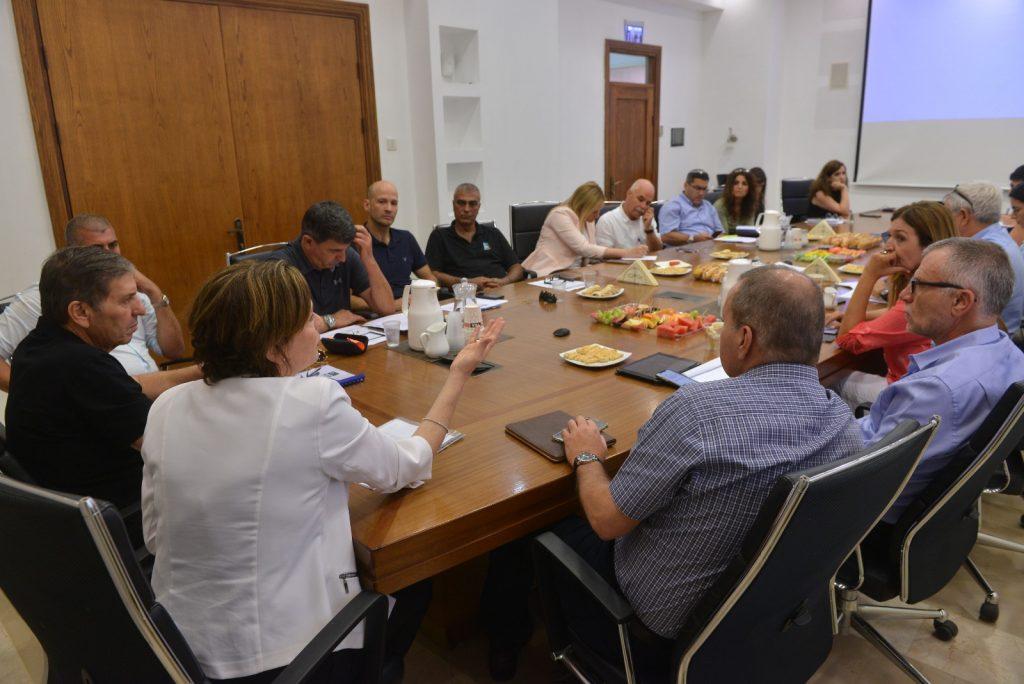 """עיריית חיפה ויו""""ר קק""""ל קיימו לראשונה דיון רב משתתפים"""